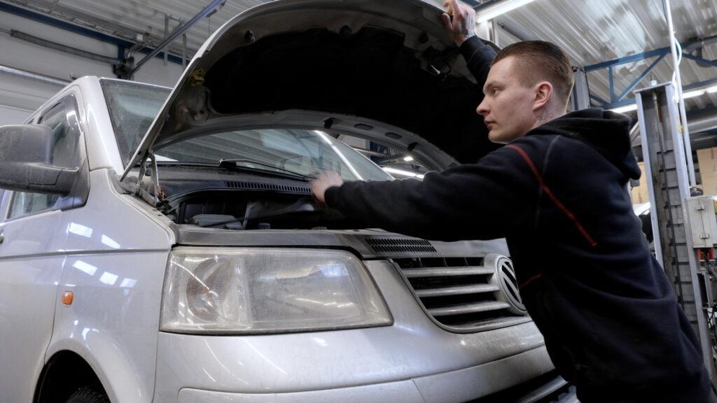 Fixus Kangasala huoltaa ja korjaa autosi iästä, koosta tai mallista riippumatta.