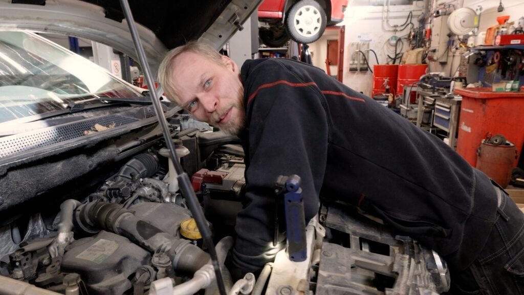 Teemme merkinnät autosi huolloista myös sähköiseen huoltokirjaan.